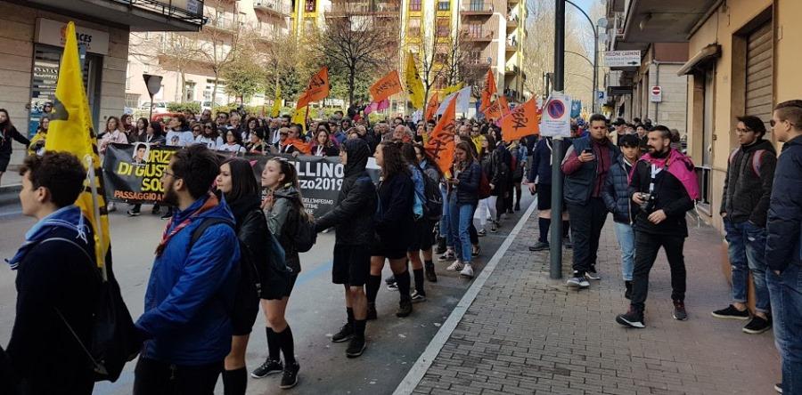 Un fiume di giovani ha invaso Avellino. Straripante la voglia di combattere le mafie