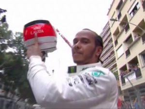 Lewsi Hamilton rende omaggio a Niki Lauda, a pochi giorni dalla sua scomparsa, dedicandogli la vittoria.