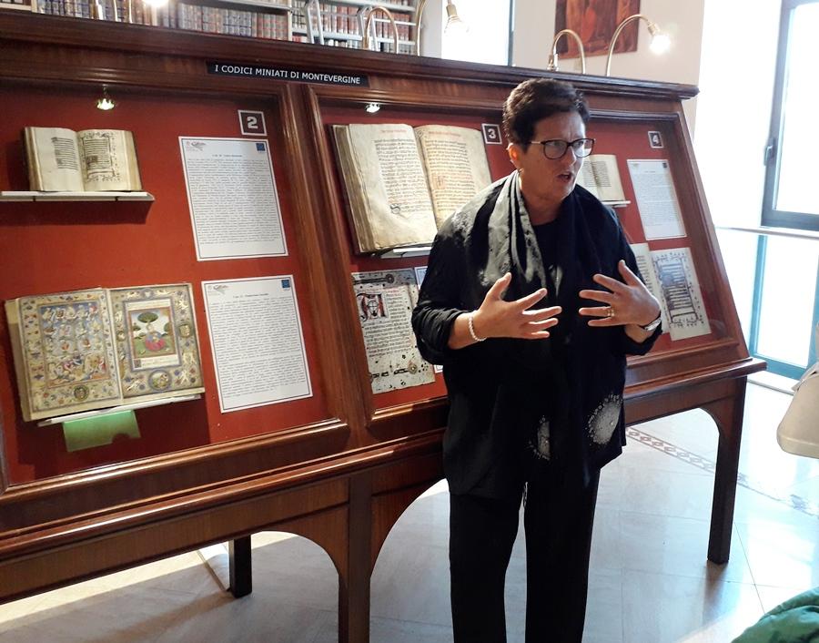 Anna Battaglia illustra i codici in mostra